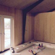 DR Tømrermester – montering af køkken og toilet i hal 2