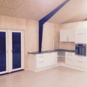 DR Tømrermester – montering af køkken og toilet i hal 3